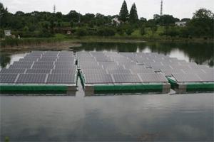 太陽光パネル 浄谷新池